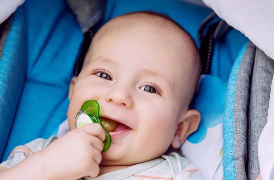 安抚奶嘴什么牌子好(怎么买到最适合宝宝的安抚奶嘴?)