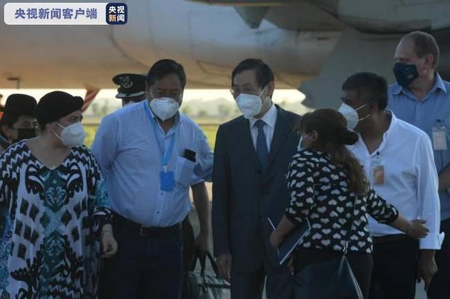 首批中国新冠疫苗运抵玻利维亚 玻总统前往机场
